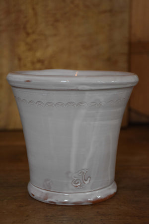 Utensil pot with grape motif