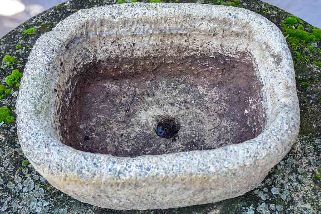 "Antique French stone trough / basin 18½"" x 14½"""