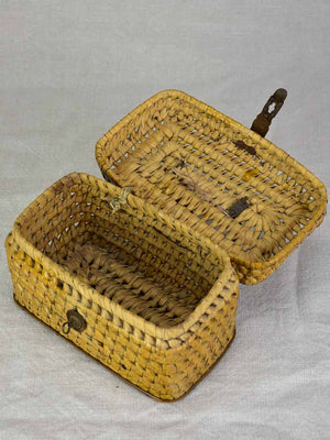 Small antique French lunch basket