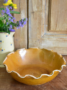 Vintage Provencal fruit bowl with rippled edge