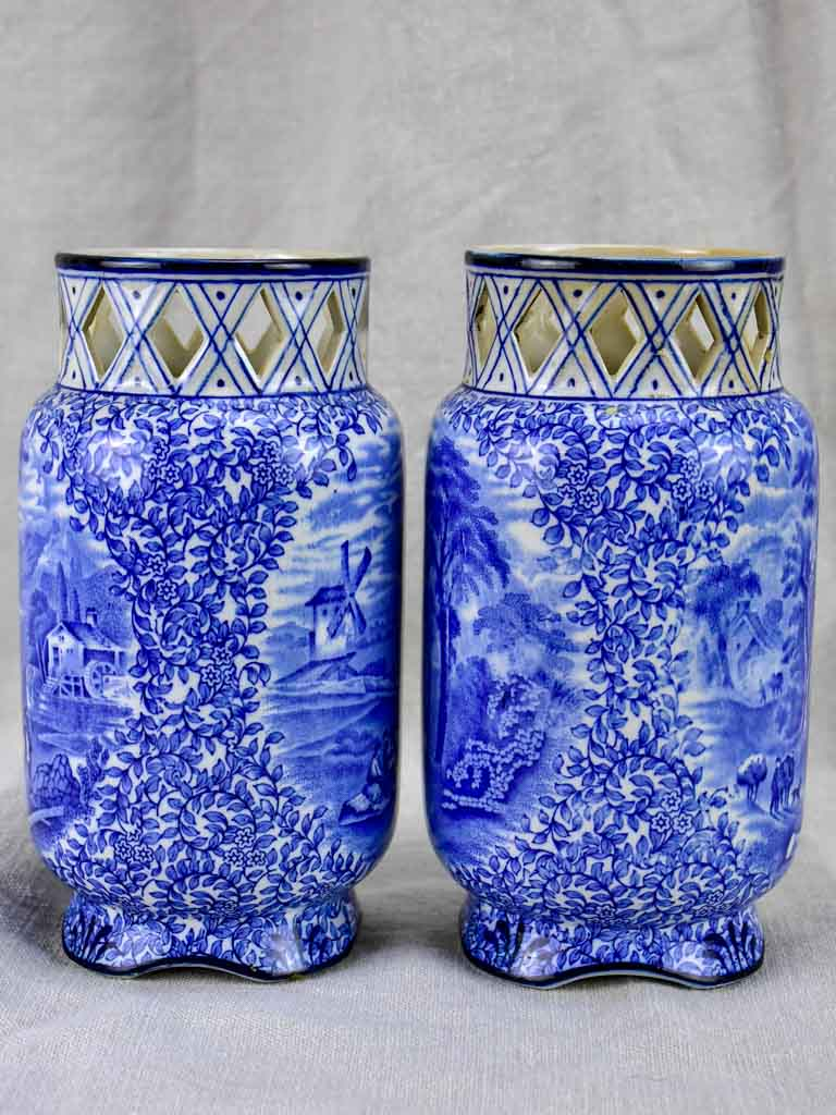 Pair of English vases with pretty diamond detail - Fenton
