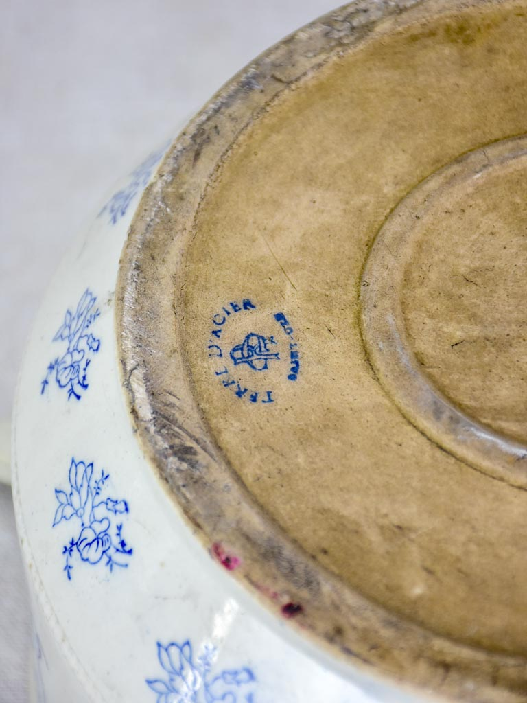 Early twentieth century Saint-Uze soup tureen with blue flowers