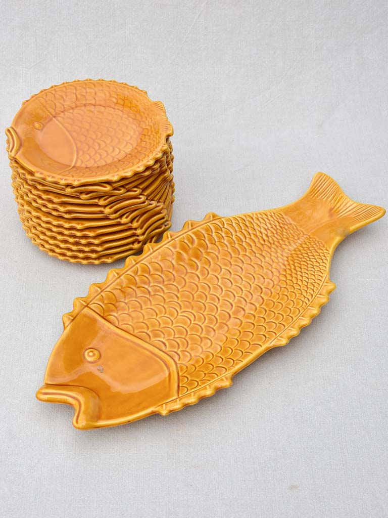 Mid-century French seafood service with orange glaze - 12 plates 1 platter