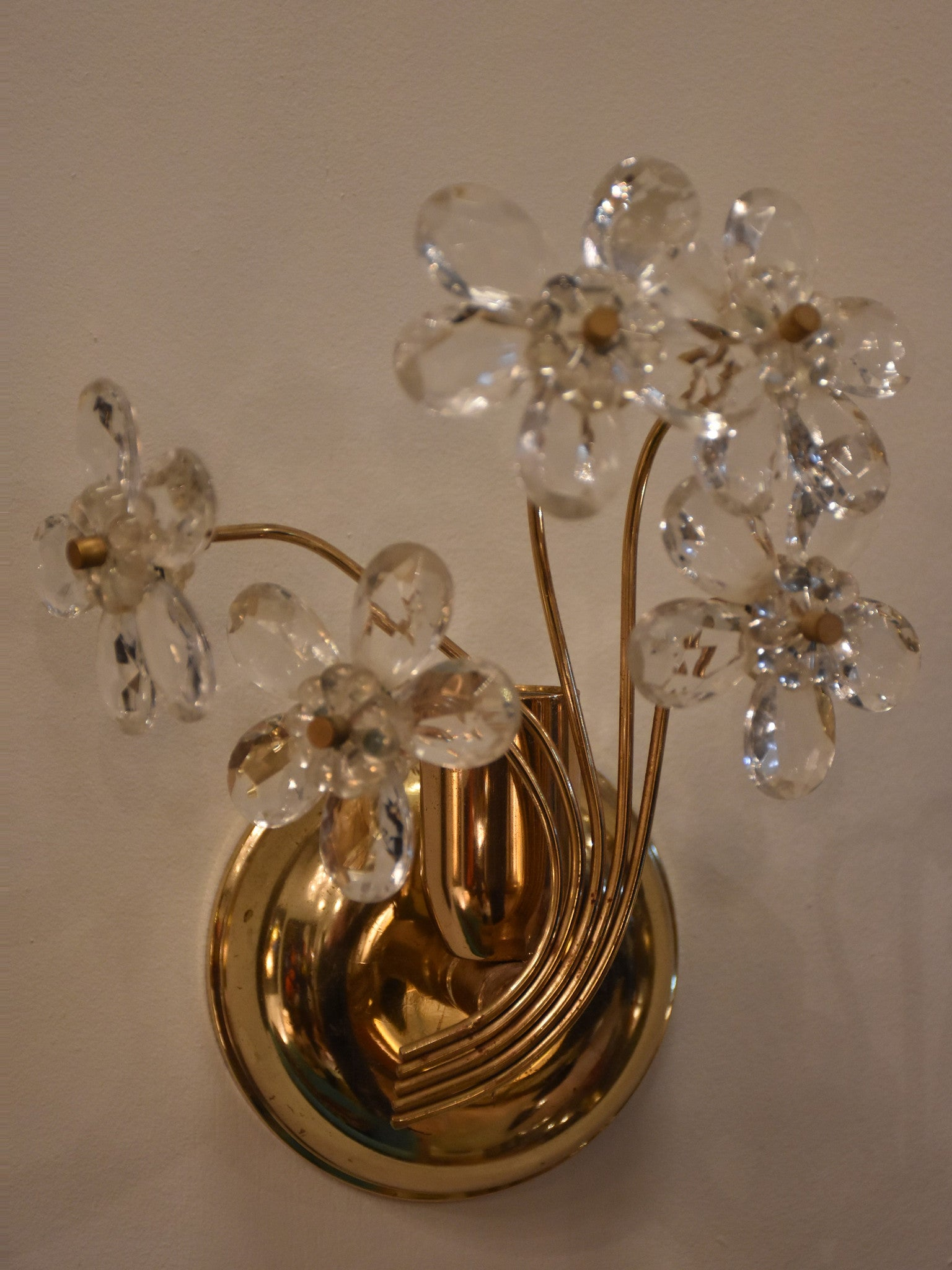 Set of 4 wall appliques – brass with crystal flowers