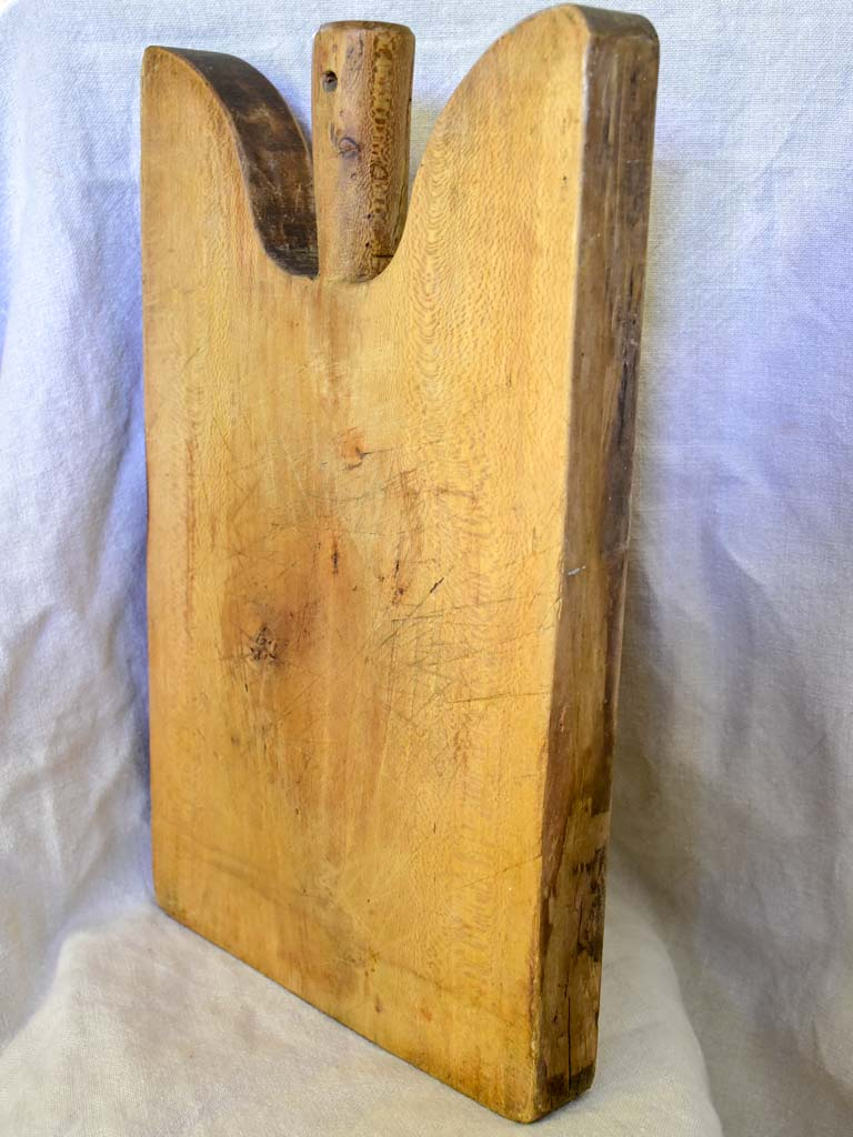 "Antique French cutting board with rounded peak shoulders  17¾"" x 11"""
