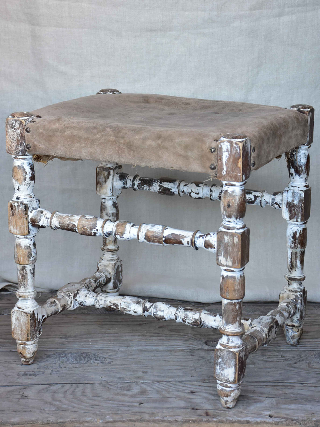 Vintage Italian foot stool with turned legs