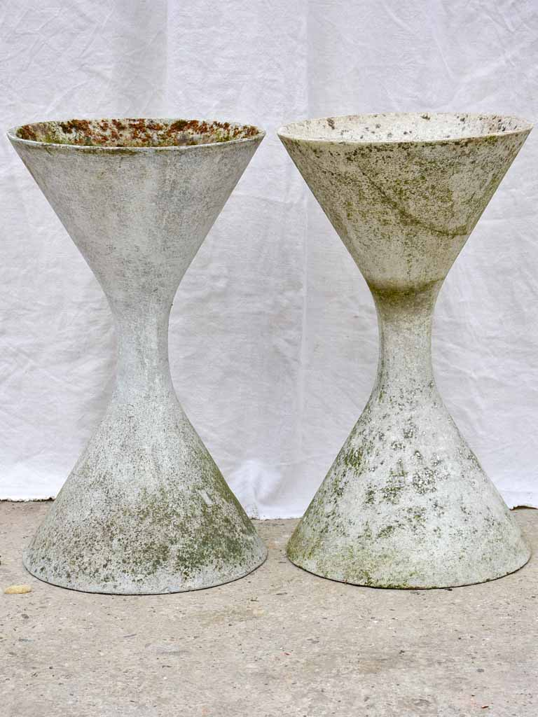 Pair of Willy Guhl diabolo planters 25¼""