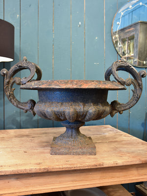 Very large 19th century Medici urn