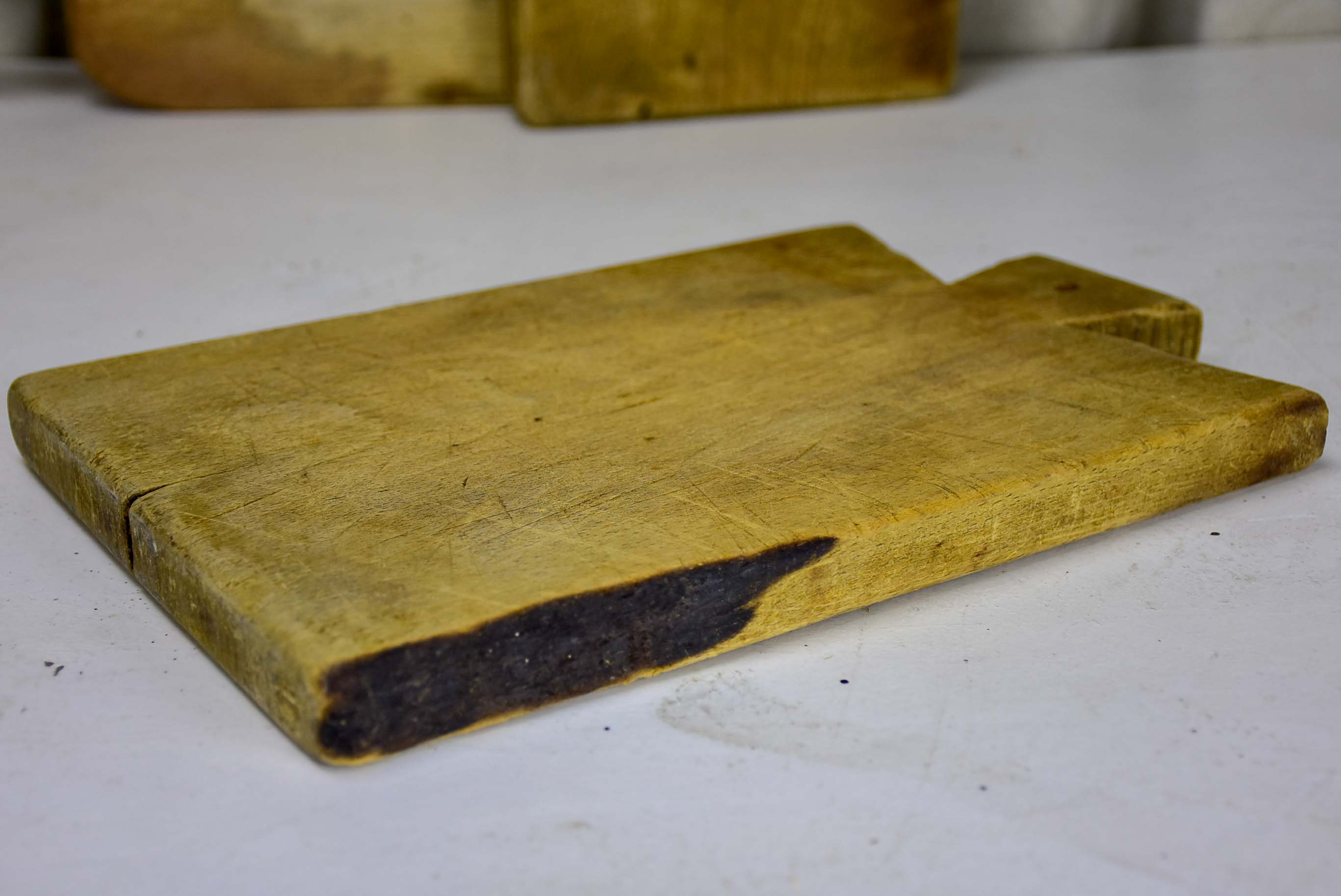 Antique French cutting board with pointed shoulders 12 ½''