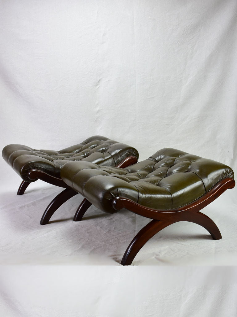 Pair of 1940's English leather and mahogany footrests - Chesterfield