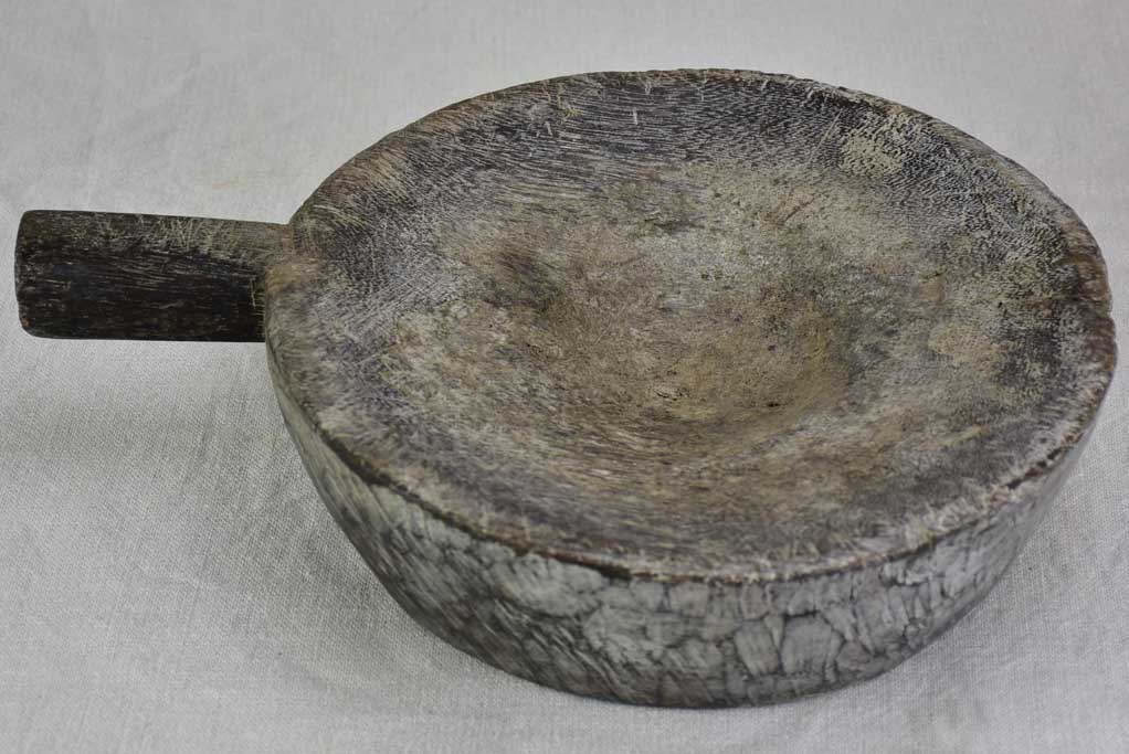 Late 19th century thick round cutting board with handle