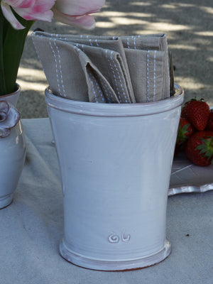 Utensil pot with cicada