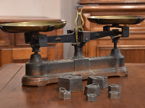 Antique French épicerie scales with weights