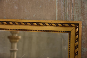 Early 19th century rectangular mirror with carved giltwood frame