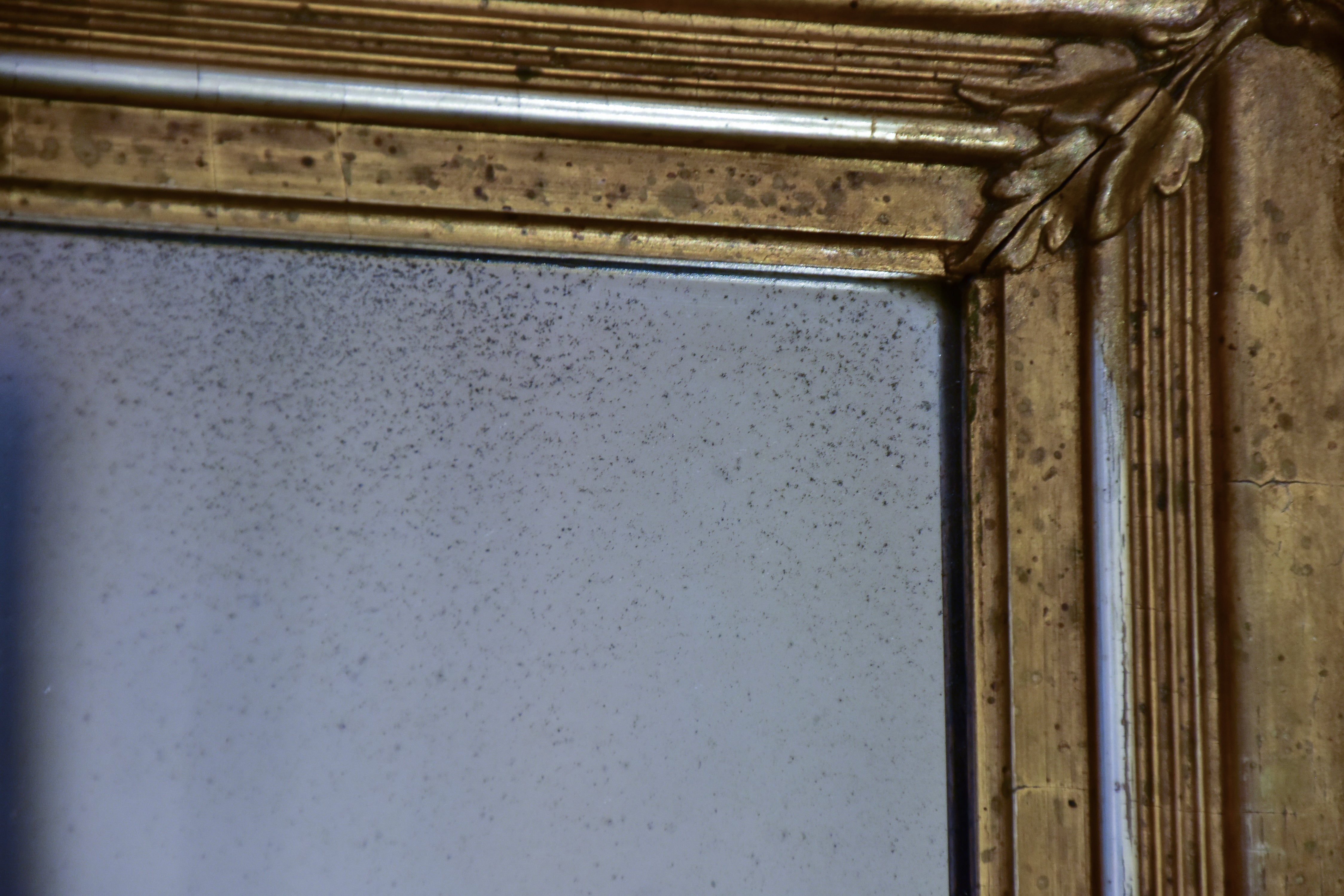 Small gilded antique mirror with pediment - horizontal