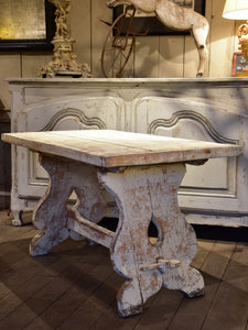 Chunky and rustic Swiss table with white patina - 2 of 2