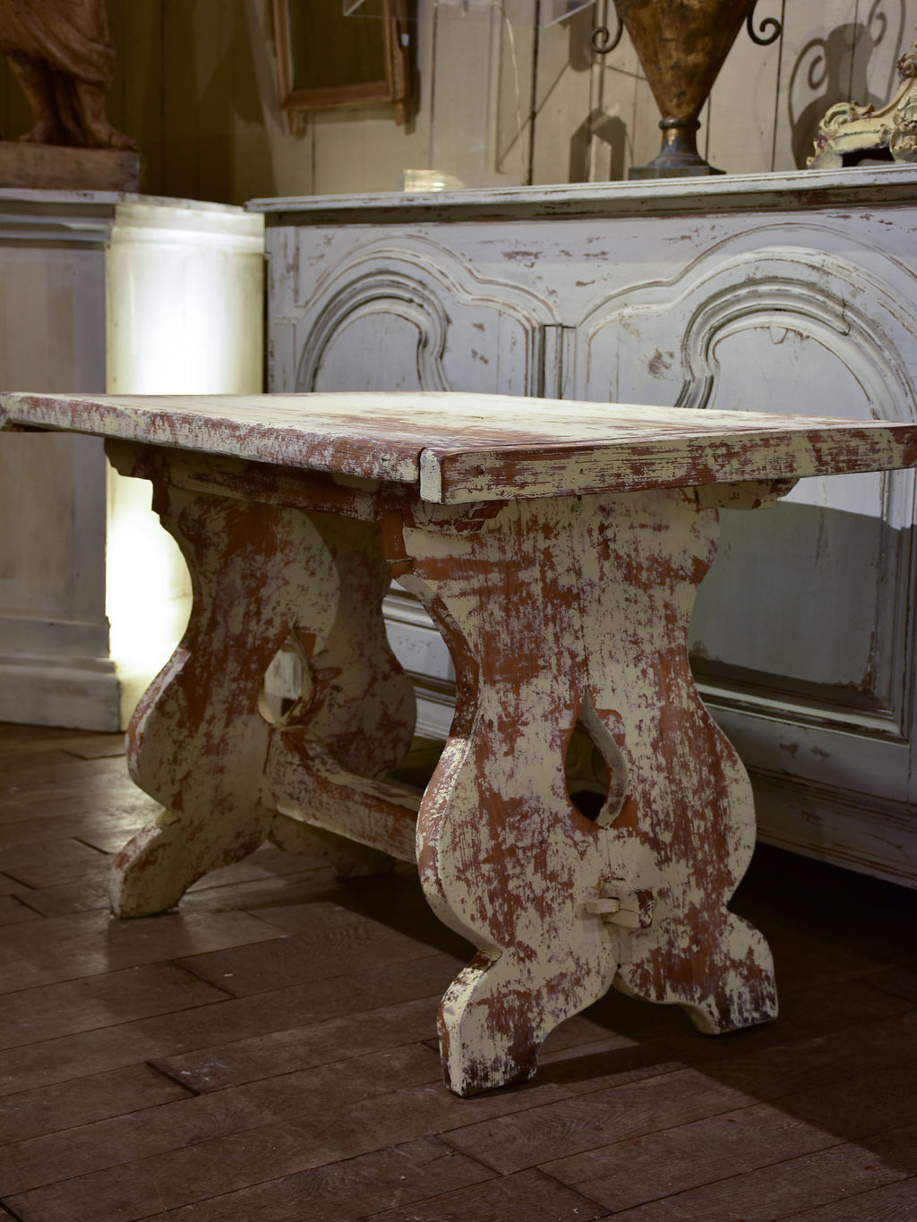 Chunky and rustic Swiss table with white patina - 1 of 2