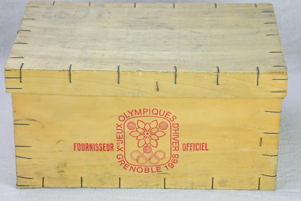 Lot of FIFTY butter and Camembert cheese packaging boxes - wooden