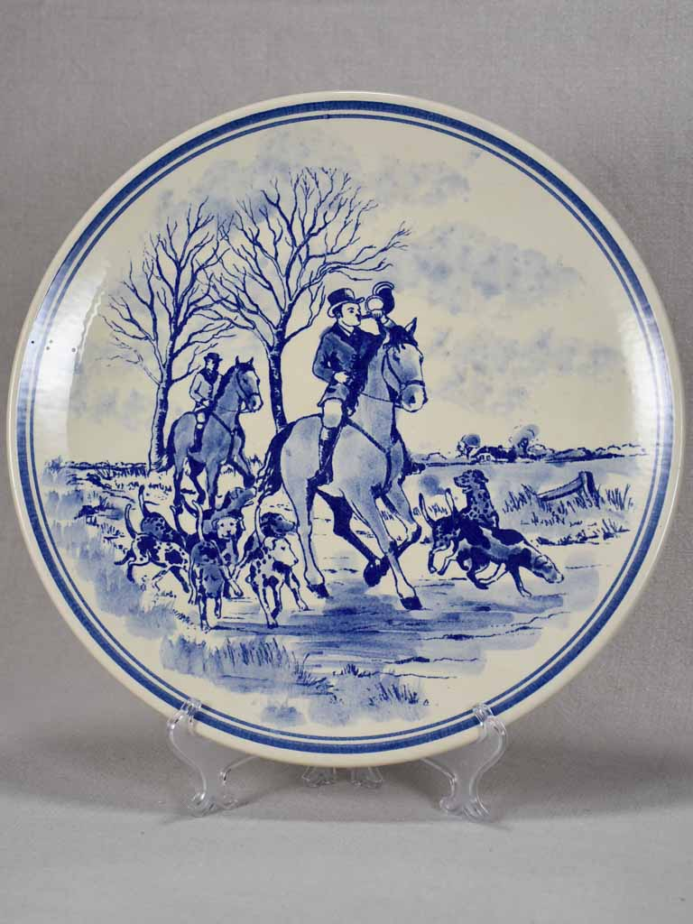 Vintage Delft wall plate of a hunting scene - blue and white 13½""