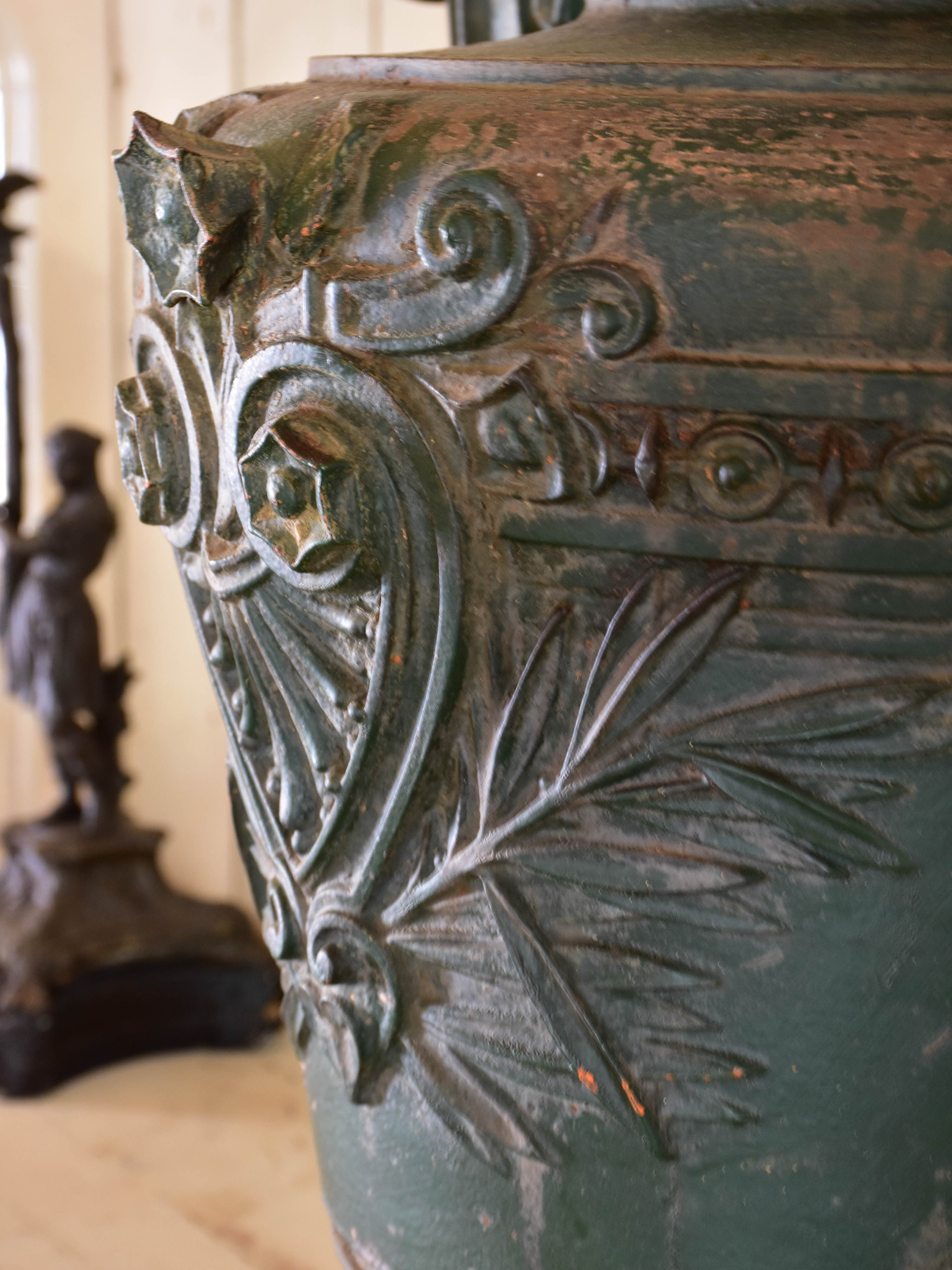 Pair of large cast iron French marriage urns - Directoire
