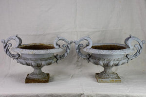 ONE cast iron Medici urn with gray painted finish 17¾""