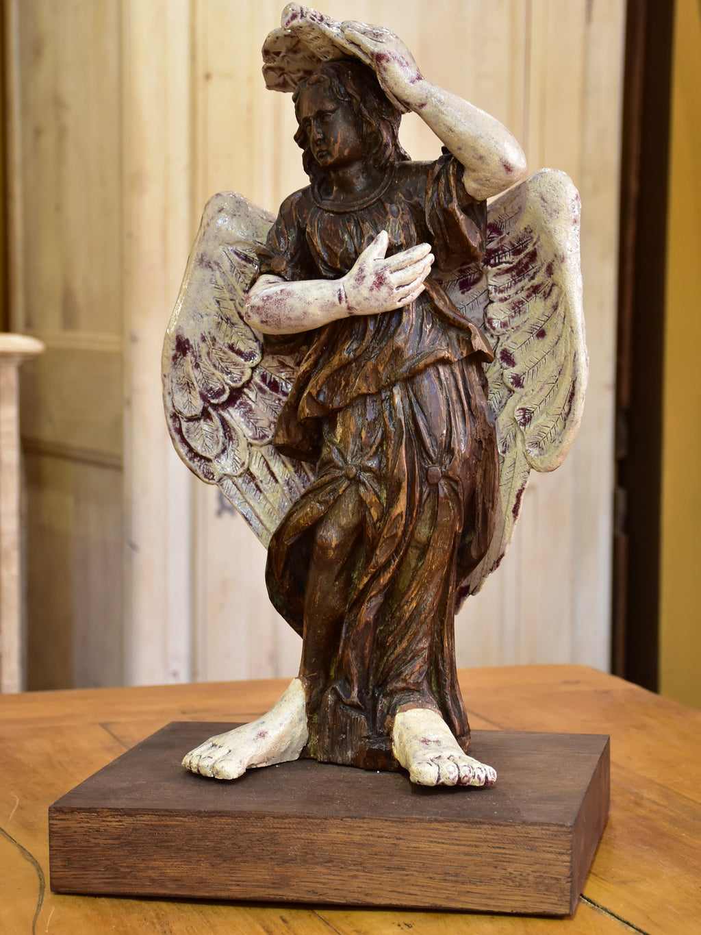 17th century Angel sculpture from a French church with a modern twist – 2/2