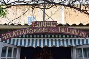 Vintage French sign from a shop - secateurs