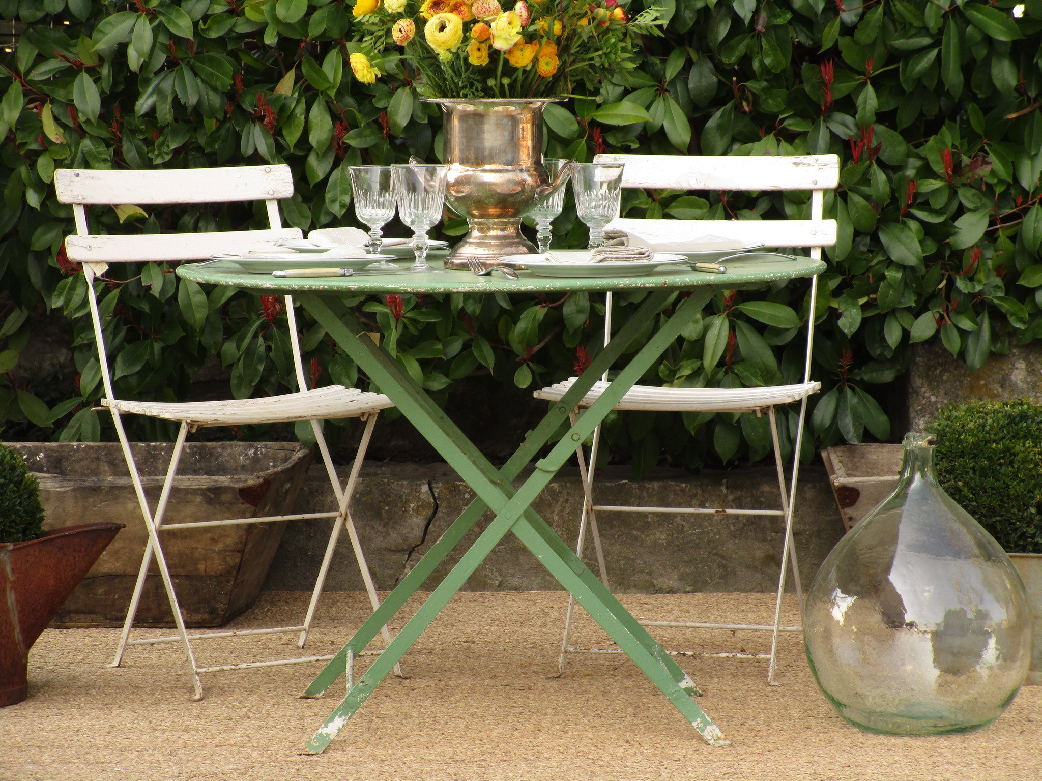 Round French folding bistro table – green four person