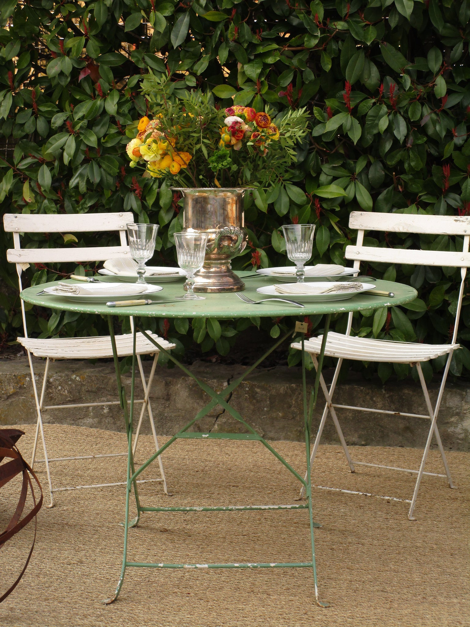 Round French folding bistro table - green four person