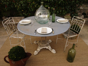 Round French table with cast iron legs – blue and taupe, six person