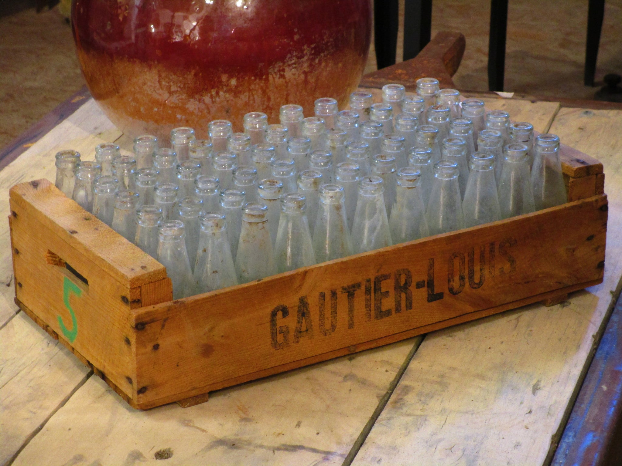 French fruit box with 66 juice bottles