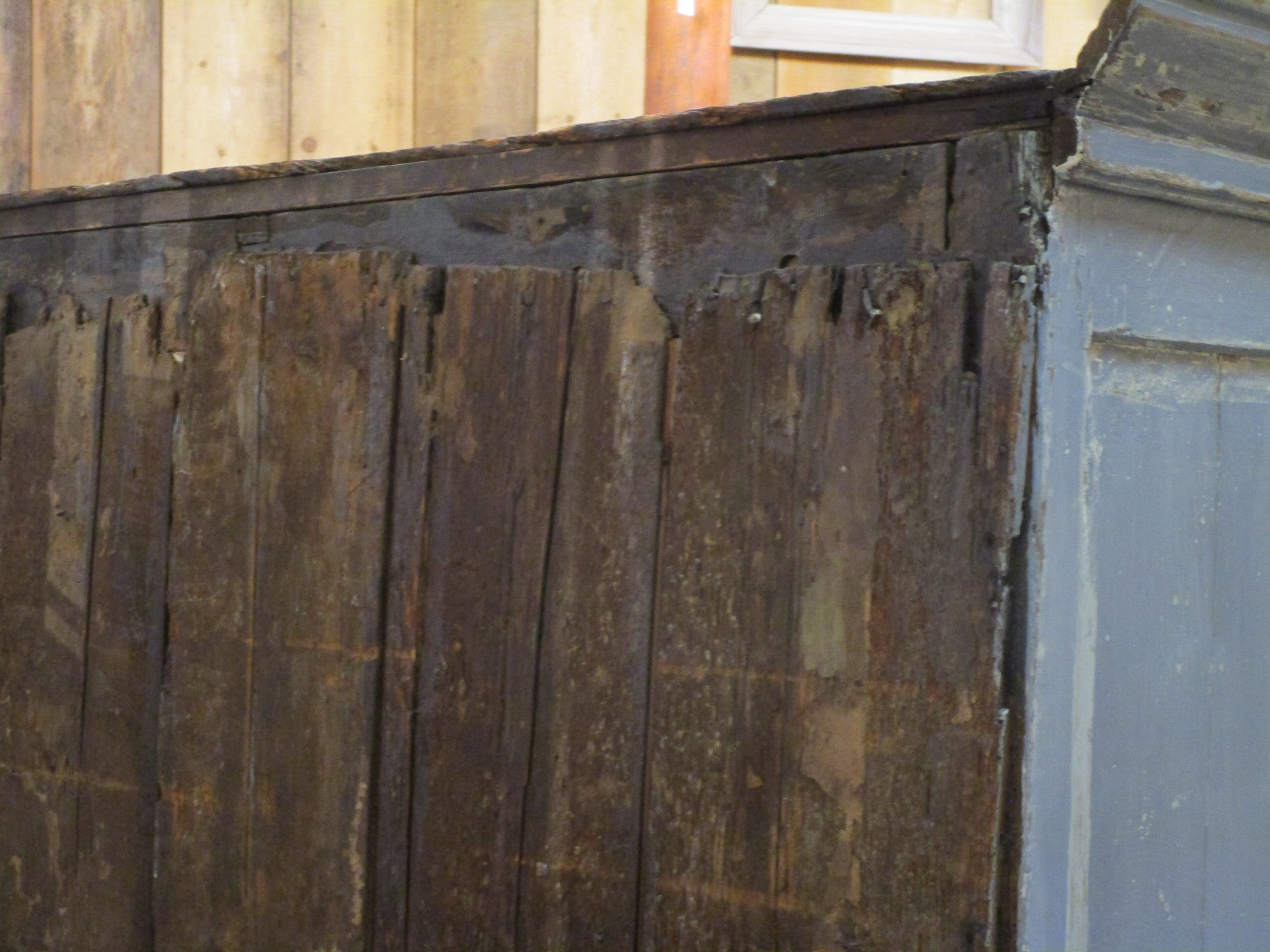 Early 18th century french oak voyage armoire patina