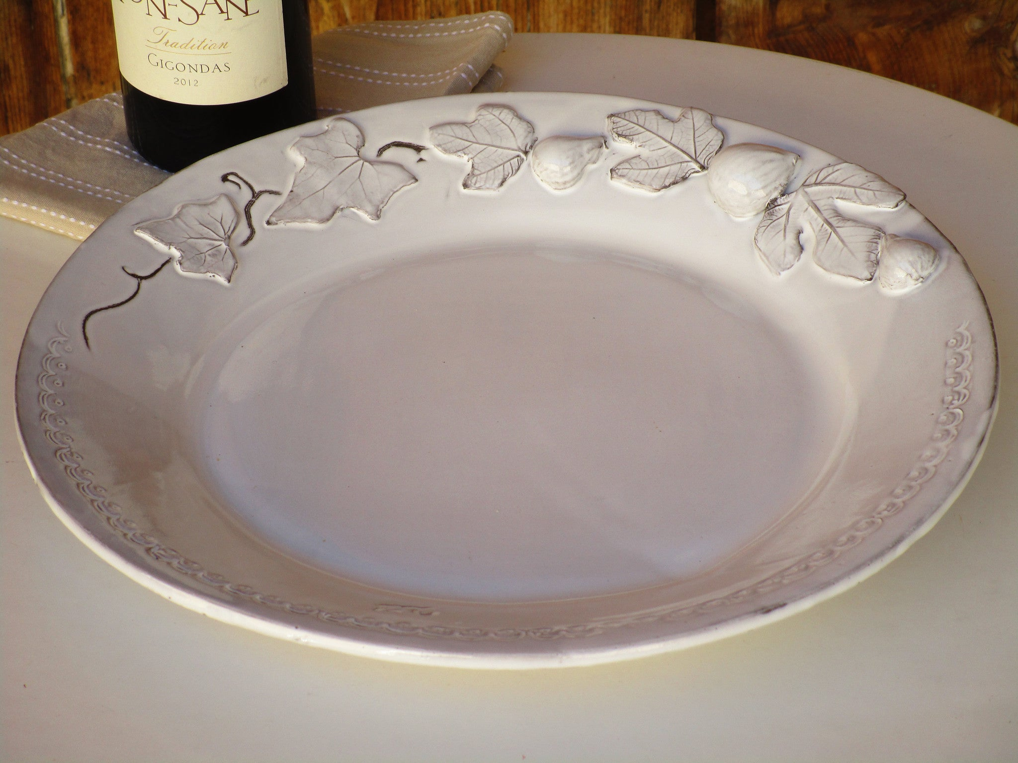 Round dish – fig and vine