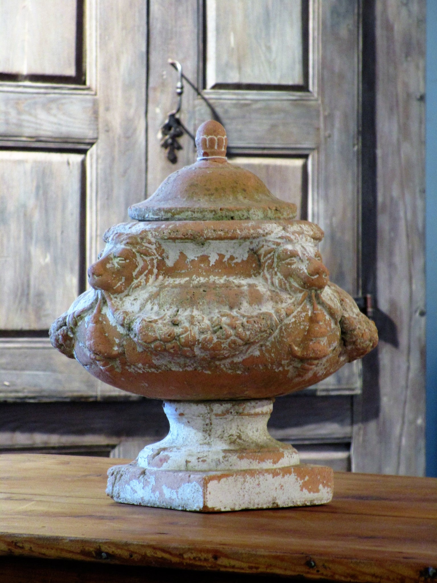 Decorative urn