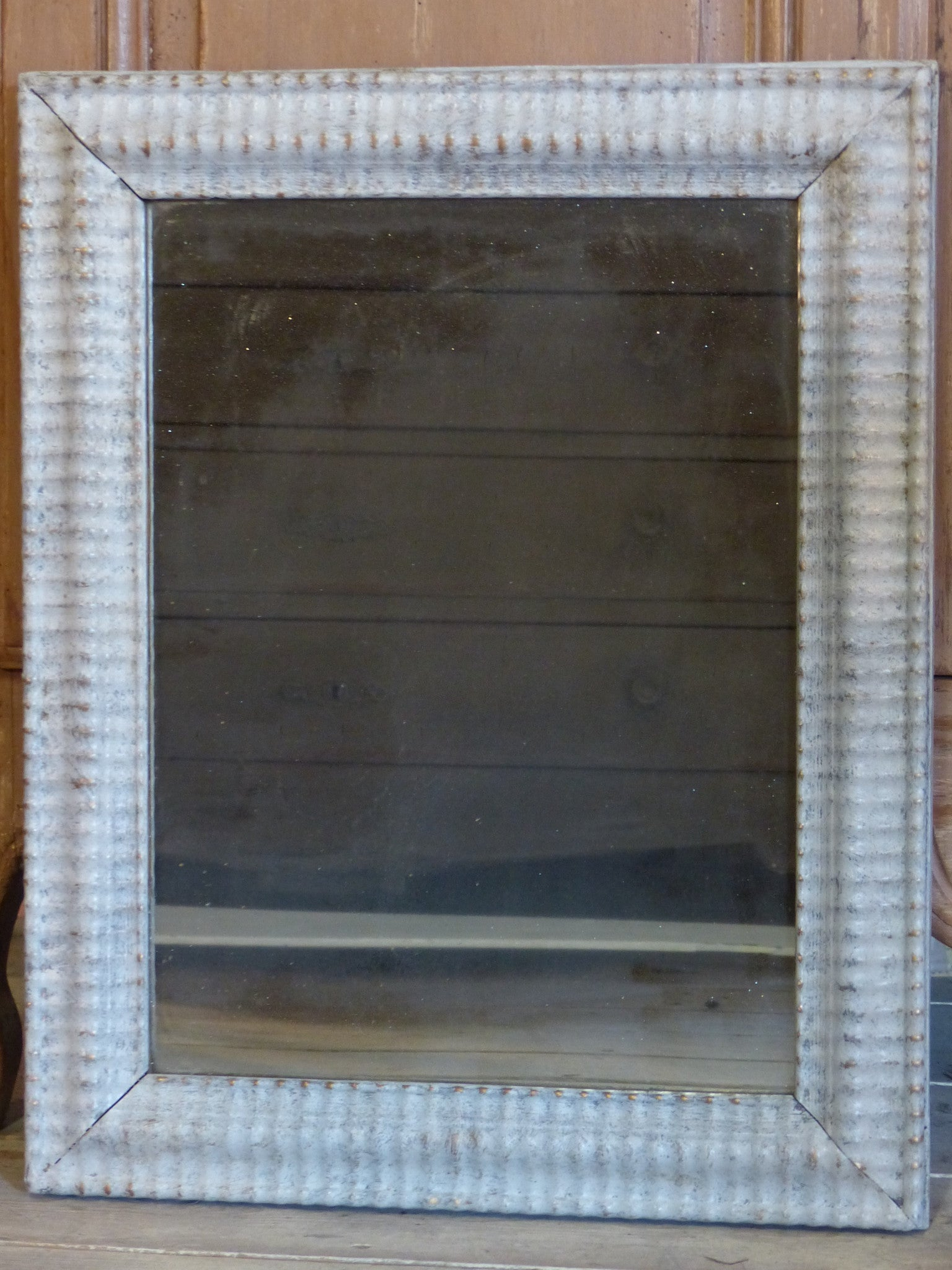 Rectangular mirror with rippled frame