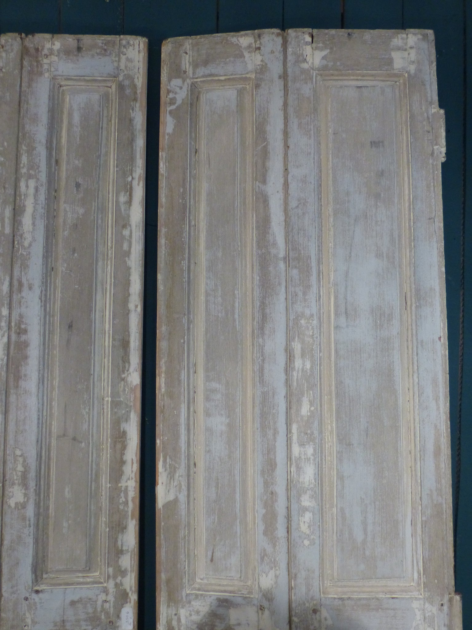 Pair of 19th century shutters with white patina bedhead