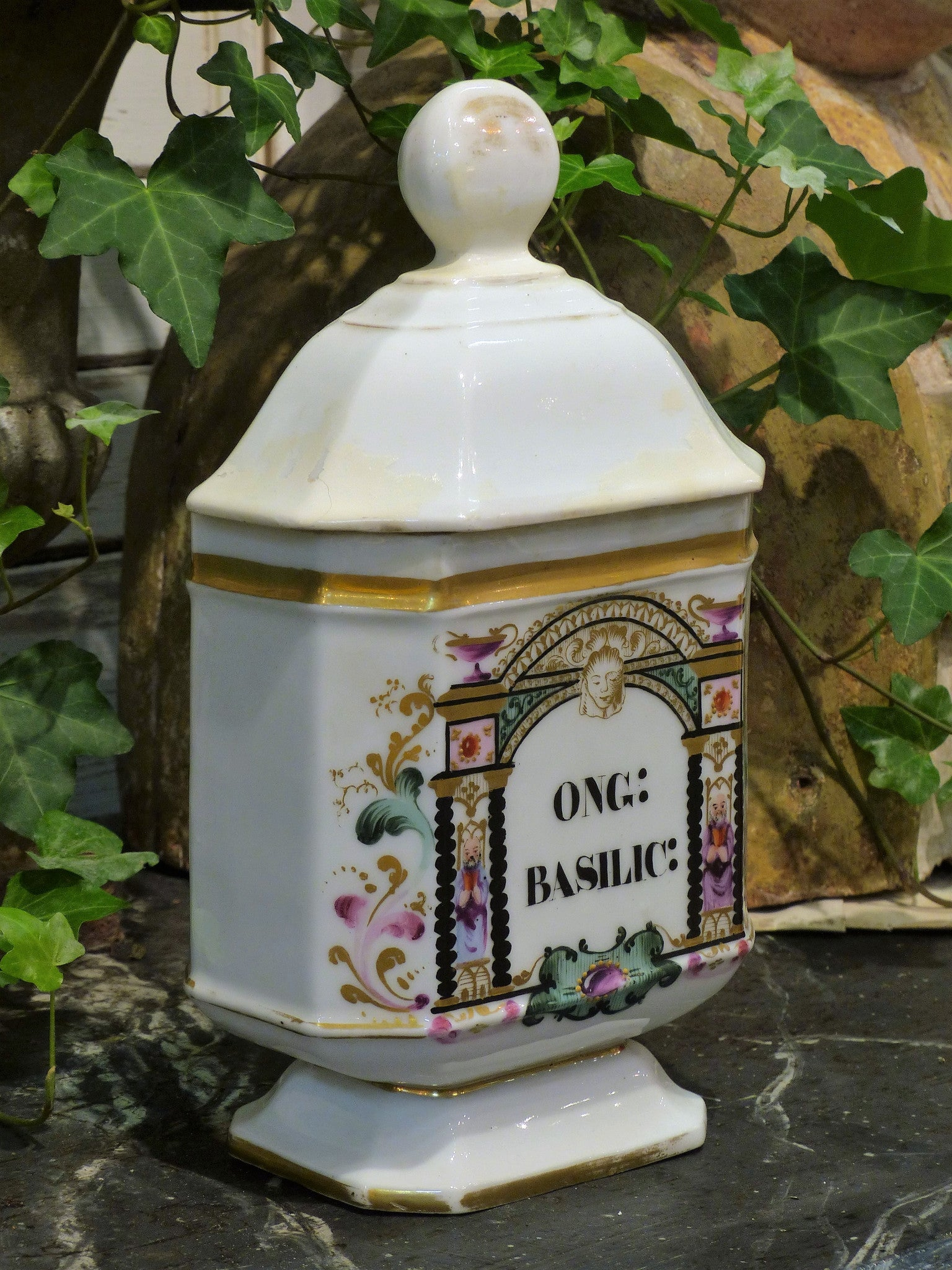 Early 19th century French apothecary jar - ONG: basilic