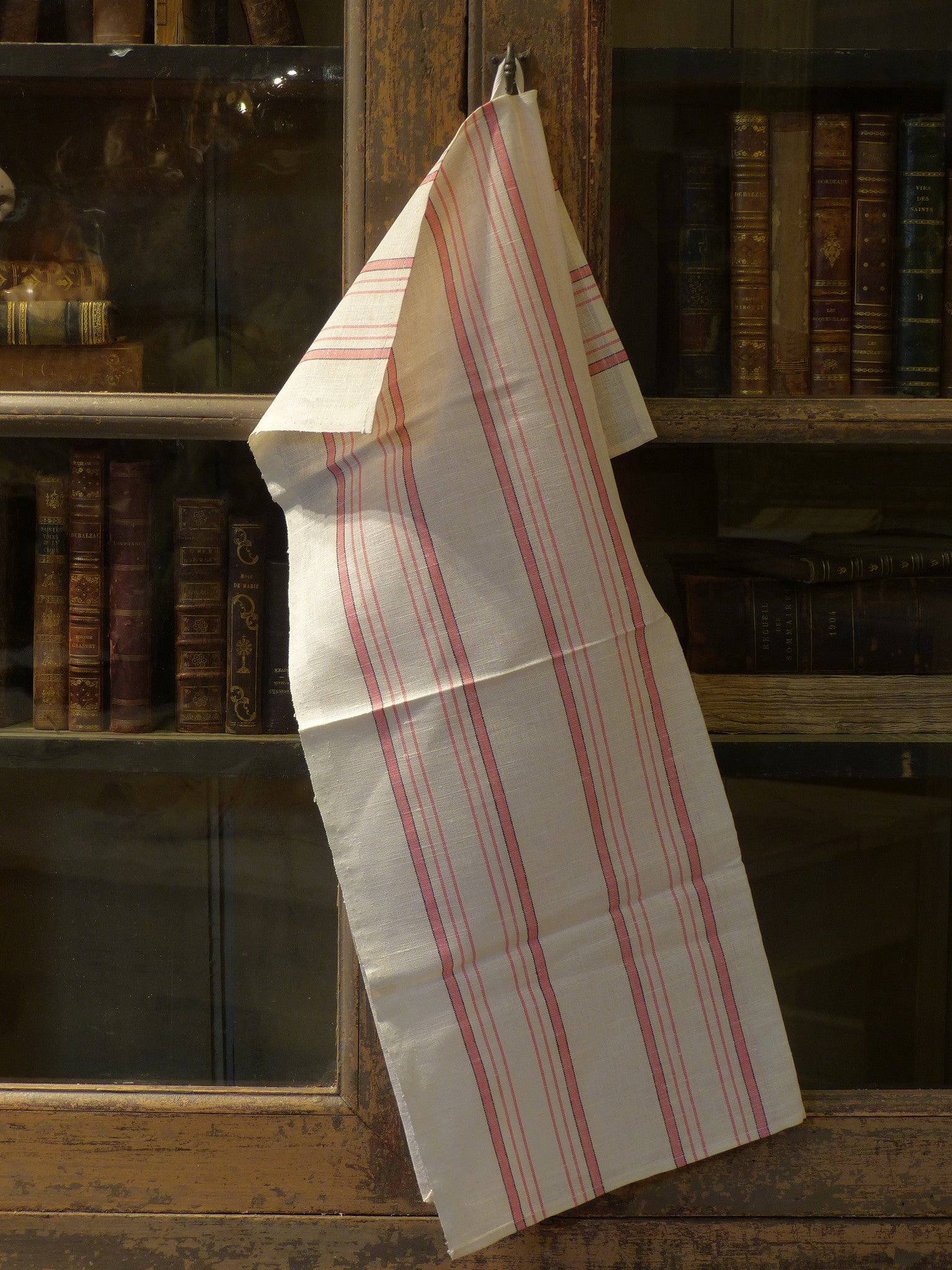 Fine linen tea towel with pink stripe - 1940's