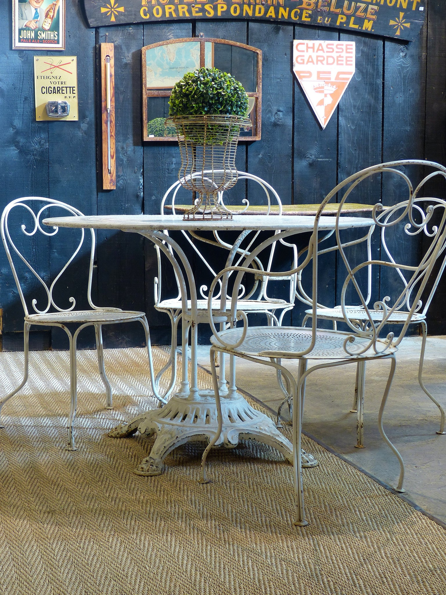 Round French garden table with 4 chairs – 1920's