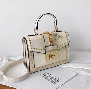 La Mia Cara Jewelry - Ivory Donna d'Affari- Leather Strap Flap Chain Crocodile Crossbody Bags