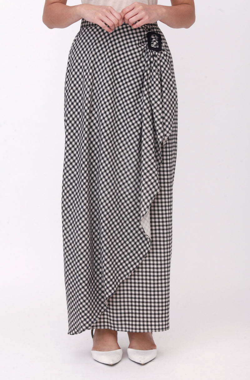 Nayla Checkered Buckle Skirt Black