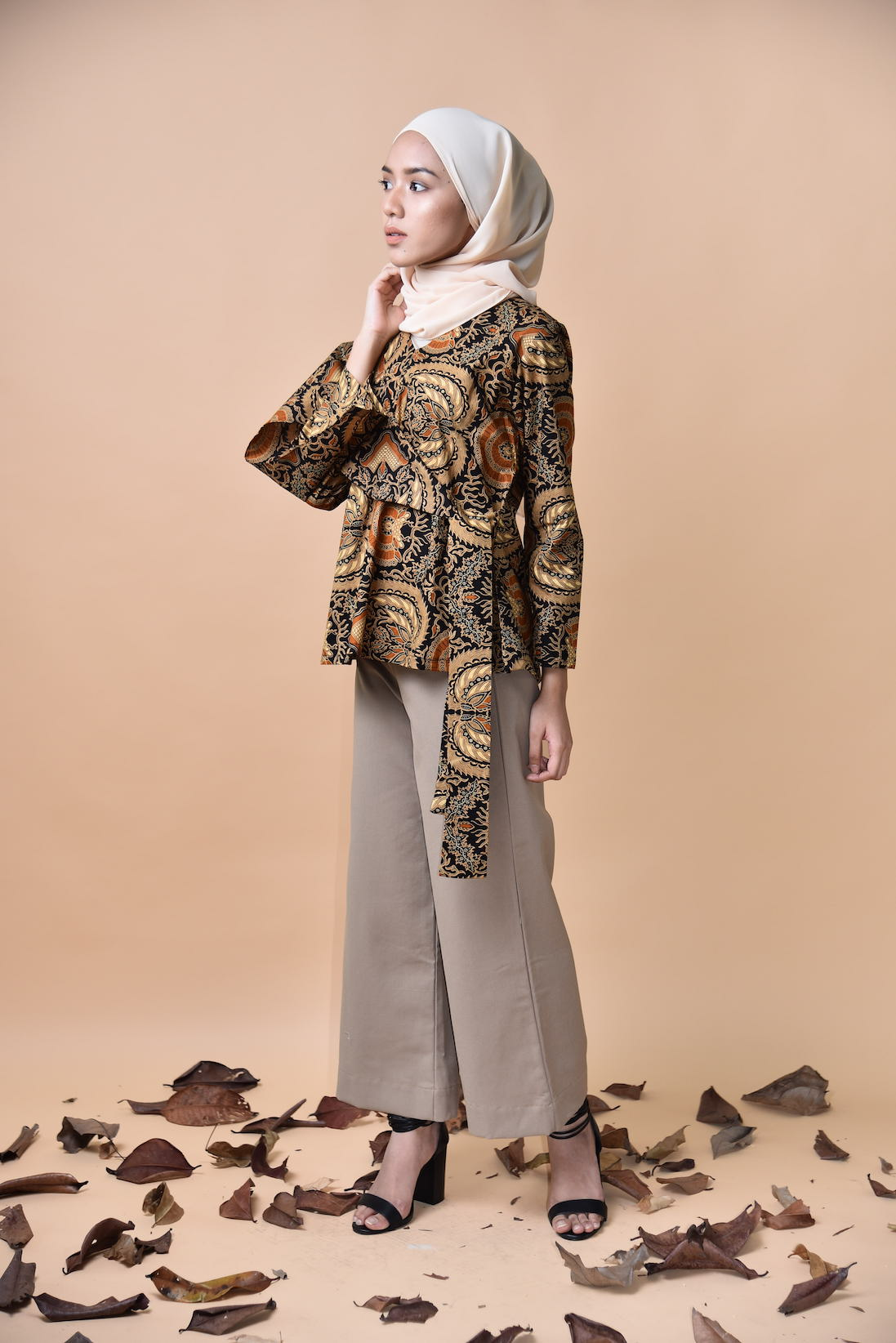 Nayla Wrapped Top Batik Black