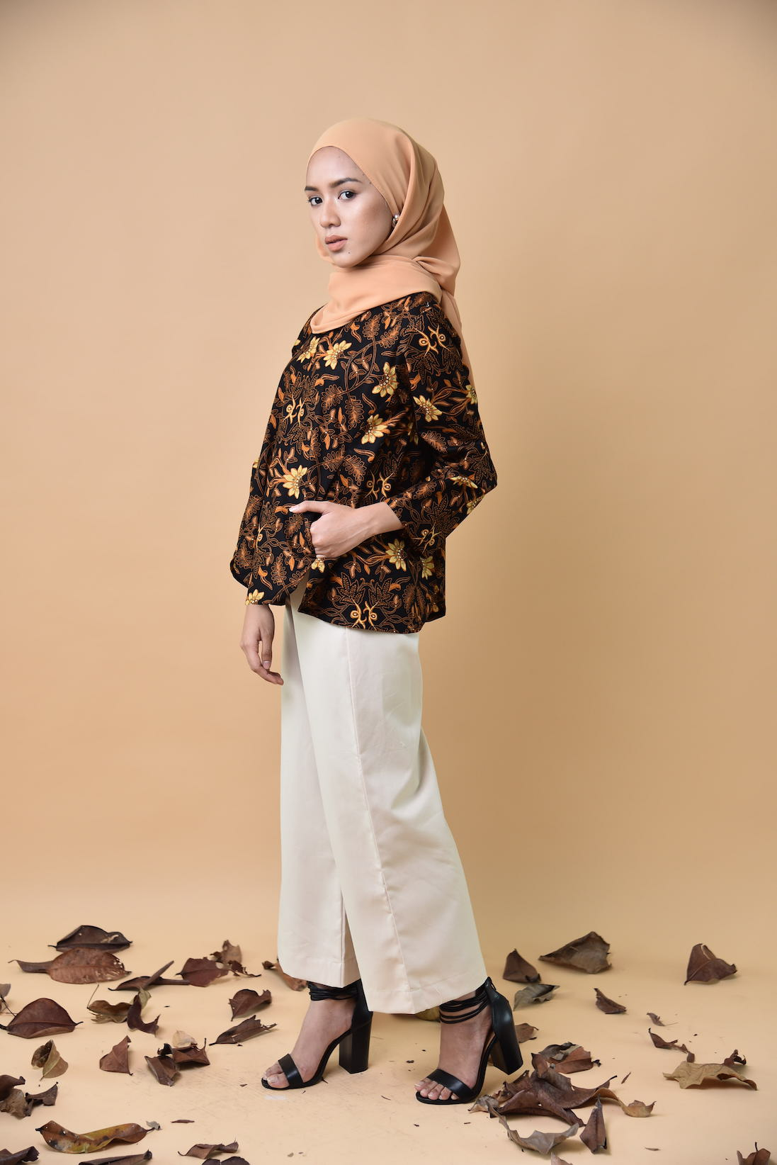 Suri Batik Pocket Top Black