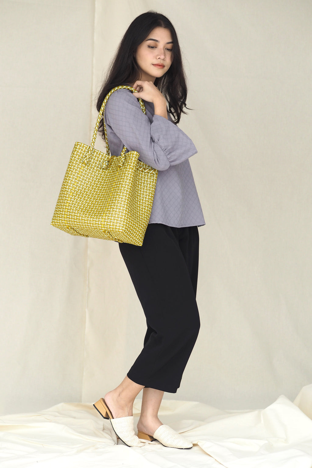 Anyaman Plastic Tote Yellow Large