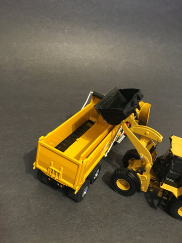 1/50 - Hybrid Spreader - side dump body