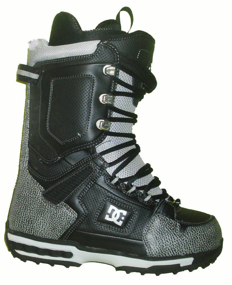 DC Balance Lace Snowboard Boots Mens Size 5 equals Womens 6.5 Black equals Kids-5-5.5