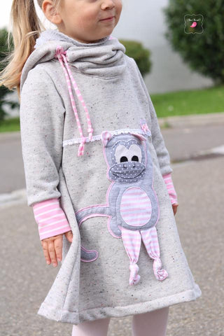 eBook - Kuschelkind - Kinder - Nähen - Kleid - Applikationskleid - Applikation - AnniNanni - Tilu - Affe - Mädchen - Sweat  - French Terry Soft Touch - Jersey Campan - Hilco - Klöppelspitze Feline - Glückpunkt.