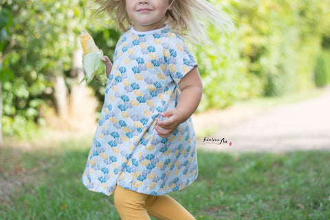 "Jersey ""Retroflowers"" kombiniert mit Jersey ""Daydream"" genäht wurde Kombi-eBook - ""Moondress & Moonlegs"" - Hose & Kleid / Tunika - From Heart to Needle - Nähen für Mädchen/Kinder - Stoff & Schnitt - Glückpunkt."