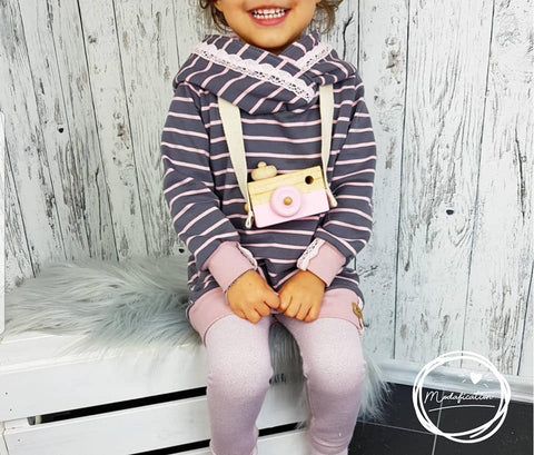 "French Terry/Sweat ""Mustard Stripes"" Streifen, ""Soft Glitzer"", Klöppelspitze ""Samara"", eBook - Kuschelhoody - Pulli - Hoodie - Hoody, sowie ""Leggings"" - Kinder - Nähen - Kleid - AnniNanni - Nähen für Mädchen - Herbst/Winter - Glückpunkt."