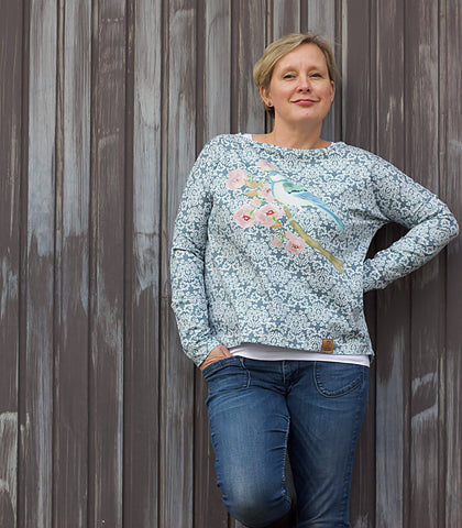 "Jersey - ""Romantic Bird"" - Vogel/Ornamente - Panel genäht wurde das eBook - ""Frau Karla"" - Pullover/Shirt -  Schnittreif - Schnittmuster Nähen für Damen/Frauen - Stoff & Schnitt - Glückpunkt."